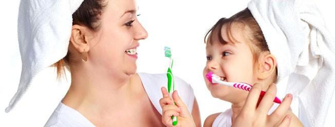 Igiene orale richiede molta attenzione con il spazzolino